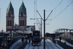 Herz-Jesu-Kirche von der Stadtbahnbrücke aus. Foto: Armin Jacob